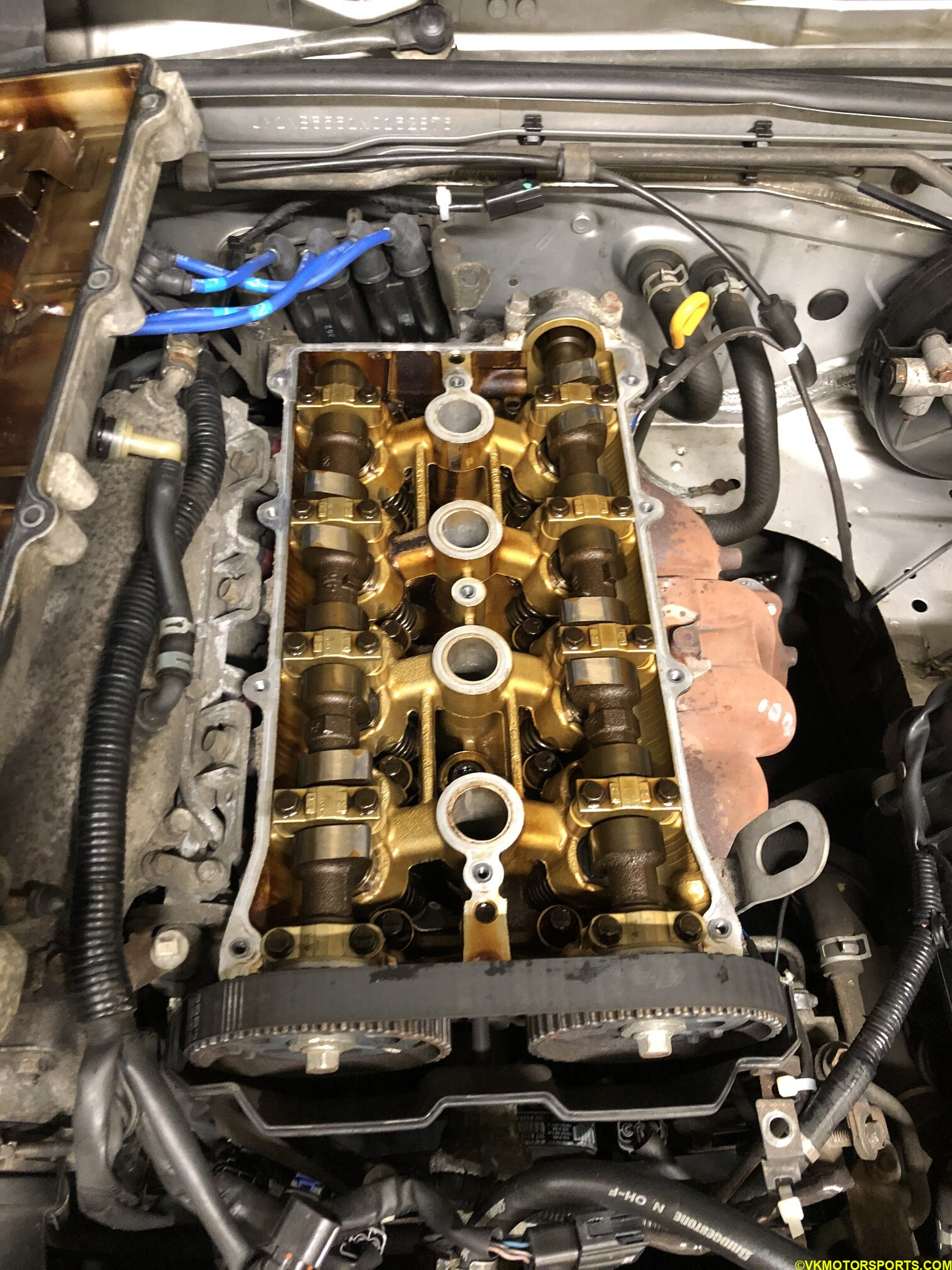 Figure 12. Lift the valve cover out